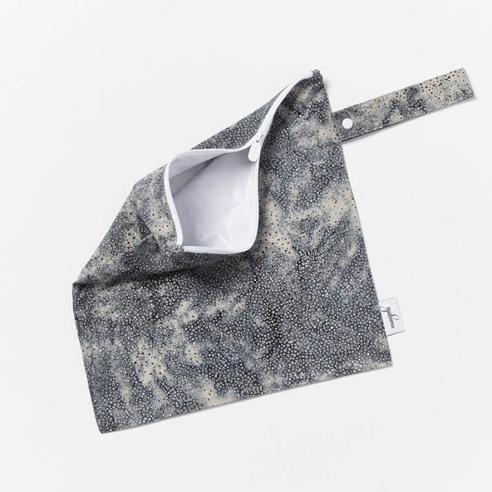 Wet-Dry-Bag-S-Grey-Spot-Open